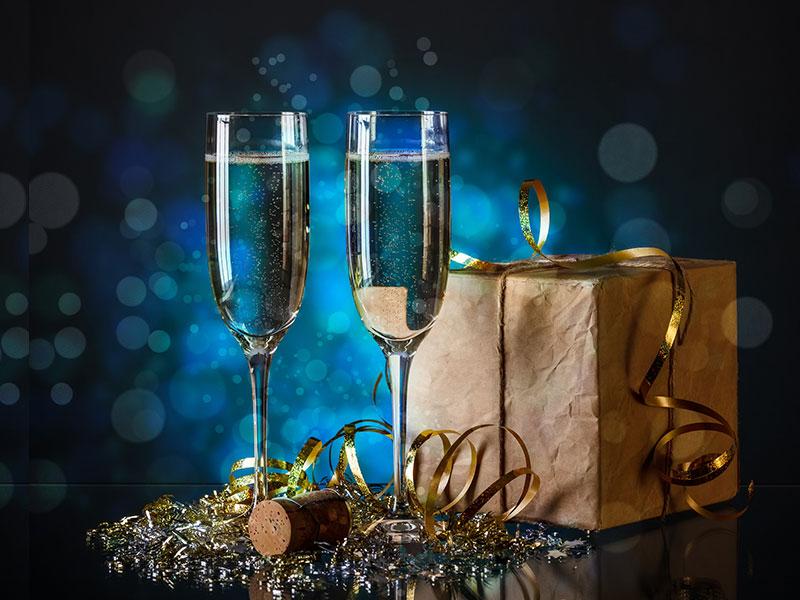 Ly uống với vang sủi bọt hoặc Champagne