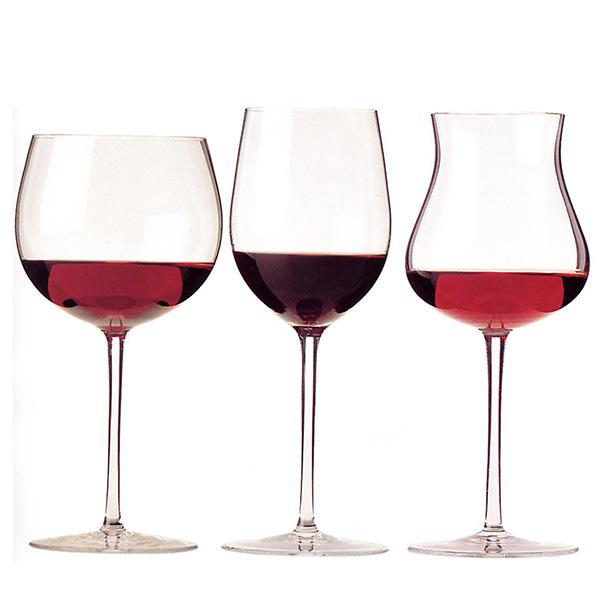 Ly uống với rượu vang đỏ