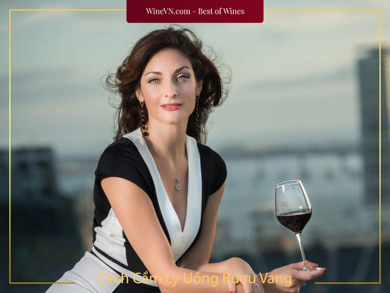 Cách Cầm Ly Uống Rượu Vang
