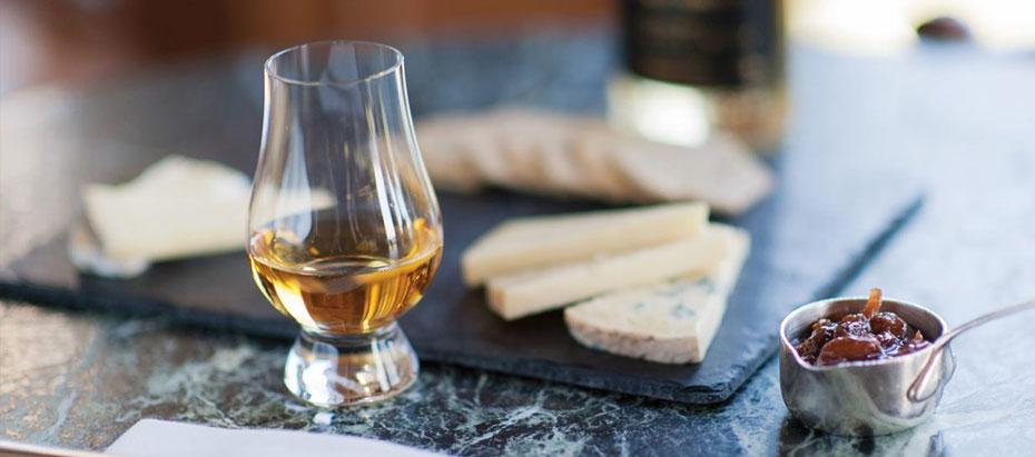 phô mai với rượu Whisky